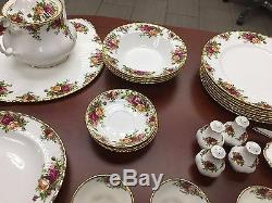Gorgeous Royal Albert Dinner Set Old Country Pattern 46 Pieces Total
