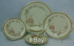 ROYAL DOULTON china LISETTE H5082 pattern 40-piece SET SERVICE for EIGHT (8)