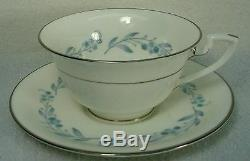 ROYAL WORCESTER china BRIDAL WREATH Z2650 pattern 60-Piece Set Service for 12