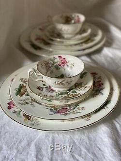 WEDGEWOOD BONE CHINA Charnwood pattern W. D. 3984 -5 Piece Setting For 12